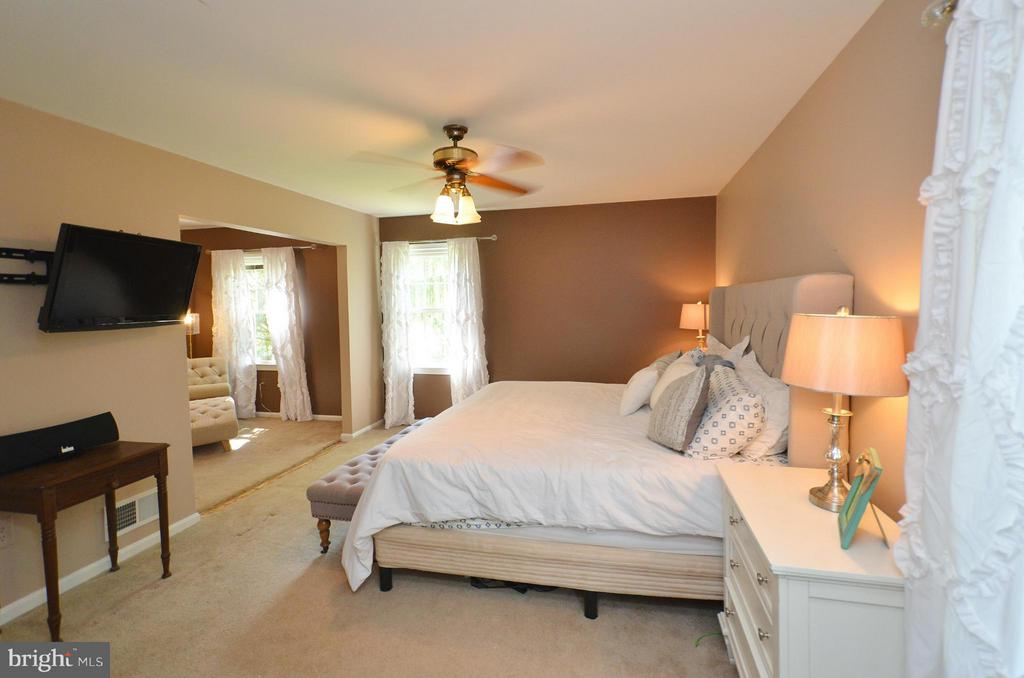 Bedroom (Master) - 7422 BEVERLY MANOR DR, ANNANDALE