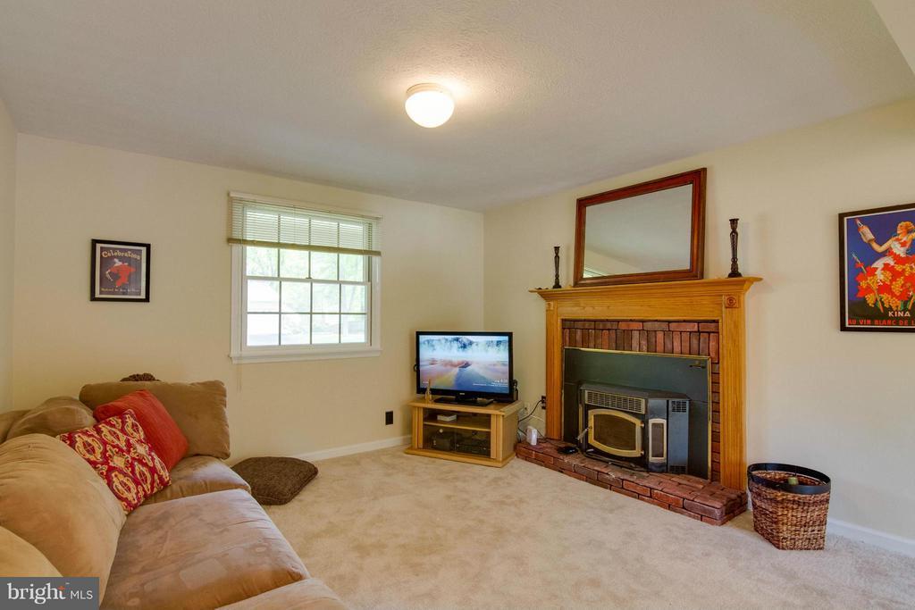 Family Room off kitchen - 12806 KETTERING DR, HERNDON