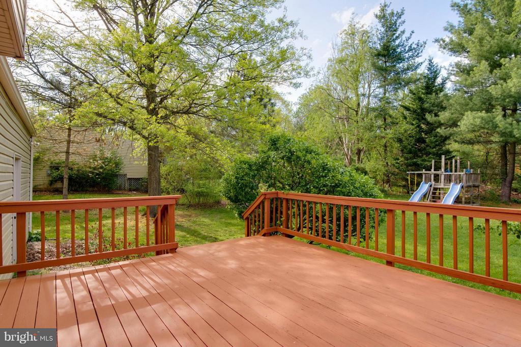 deck off the kitchen - 12806 KETTERING DR, HERNDON
