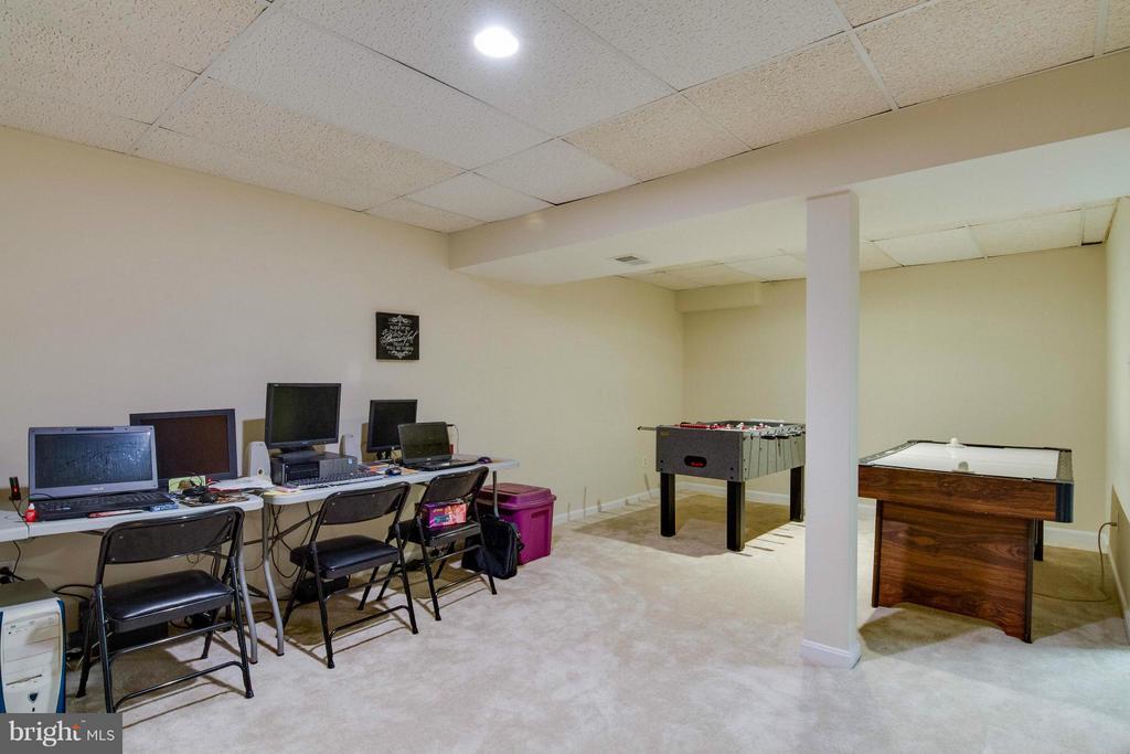 game room in the basement - 12806 KETTERING DR, HERNDON