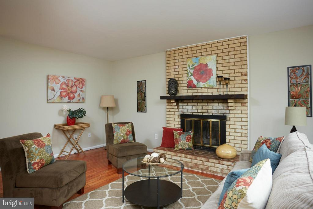Family Room with gas fireplace just off kitchen - 722 UPHAM PL NW, VIENNA