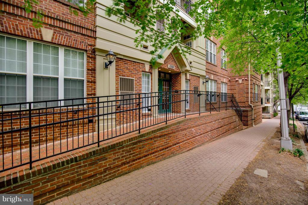 Exterior (Front) - 1320 WAYNE ST N #208, ARLINGTON