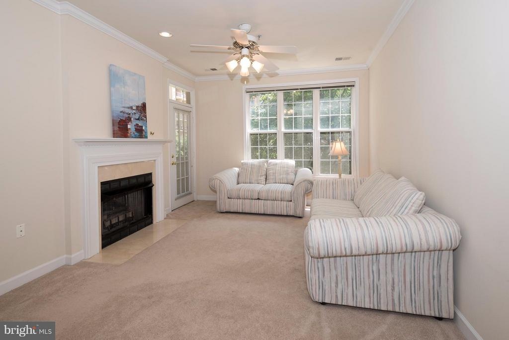 family room - 1320 WAYNE ST N #208, ARLINGTON