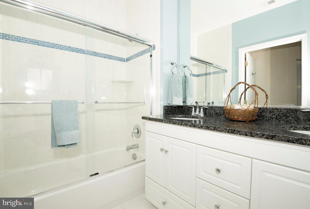 Master Bath - 1320 WAYNE ST N #208, ARLINGTON