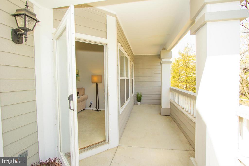 120 sqft balcony, perfect for entertaining - 13060 AUTUMN WOODS WAY #201, FAIRFAX