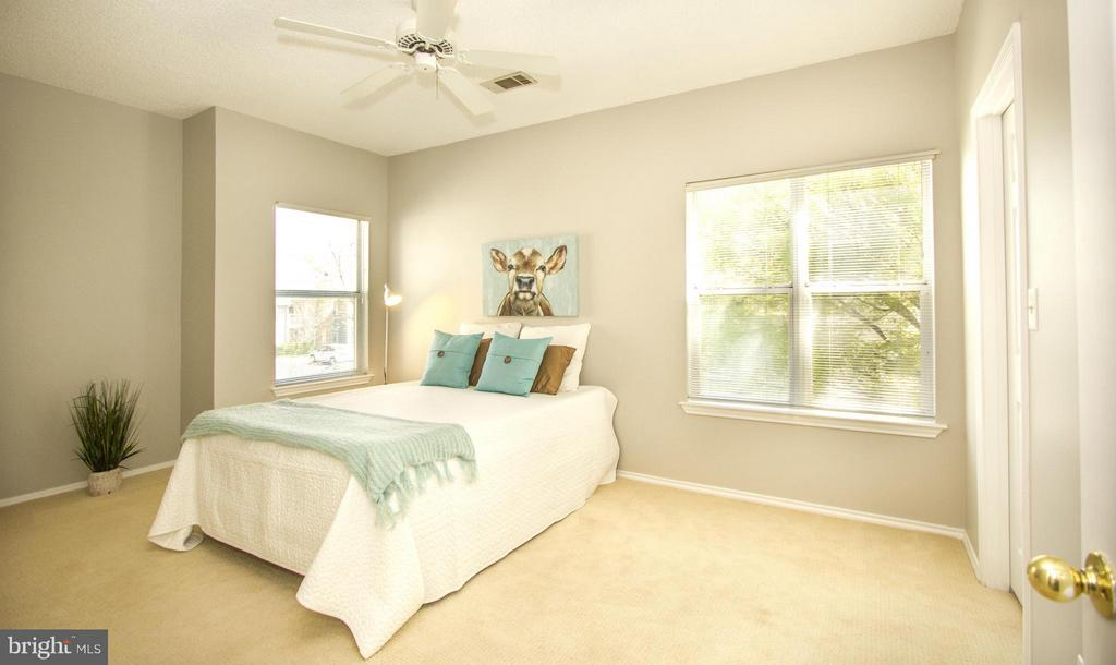 Lovely master bedroom with lots of natural light - 13060 AUTUMN WOODS WAY #201, FAIRFAX