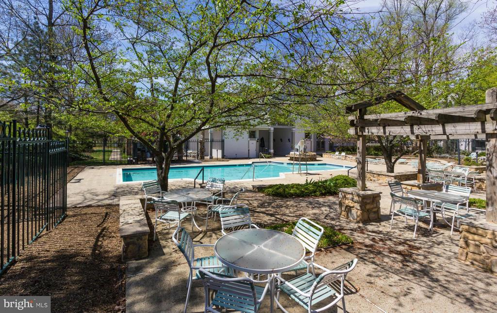 Picnic and BBQ areas - 13060 AUTUMN WOODS WAY #201, FAIRFAX