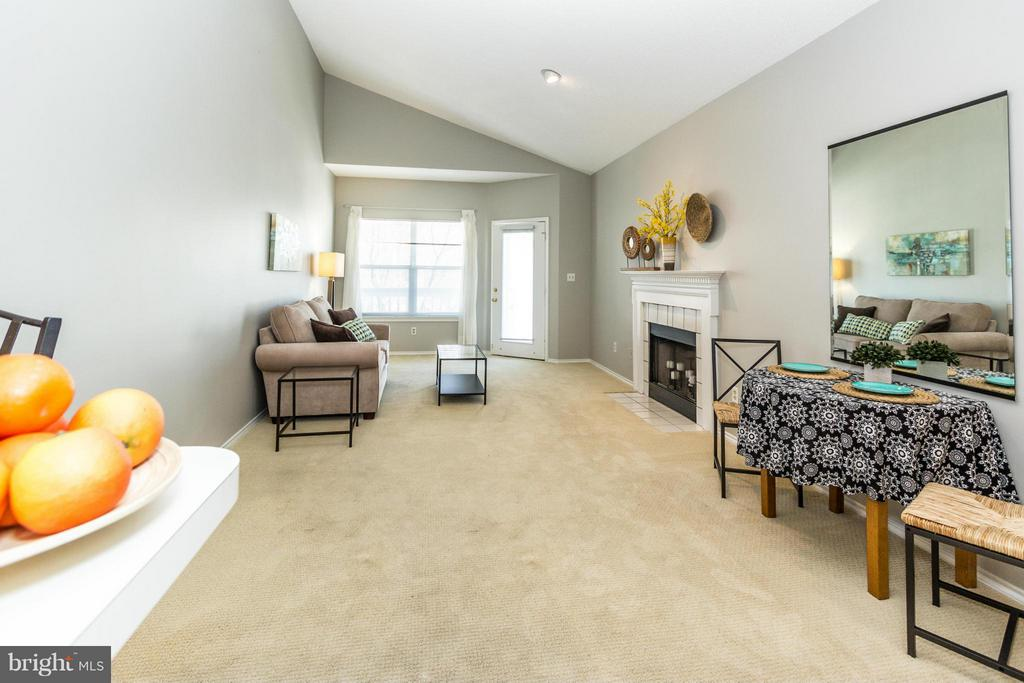 Dramatic vaulted ceiling and wood burning fireplac - 13060 AUTUMN WOODS WAY #201, FAIRFAX