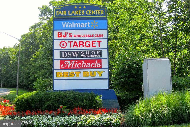 Community: Across from Fair Lakes Center shopping - 13060 AUTUMN WOODS WAY #201, FAIRFAX