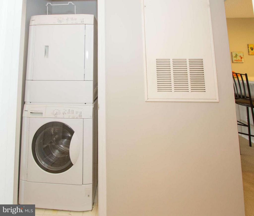 In unit laundry - 13060 AUTUMN WOODS WAY #201, FAIRFAX
