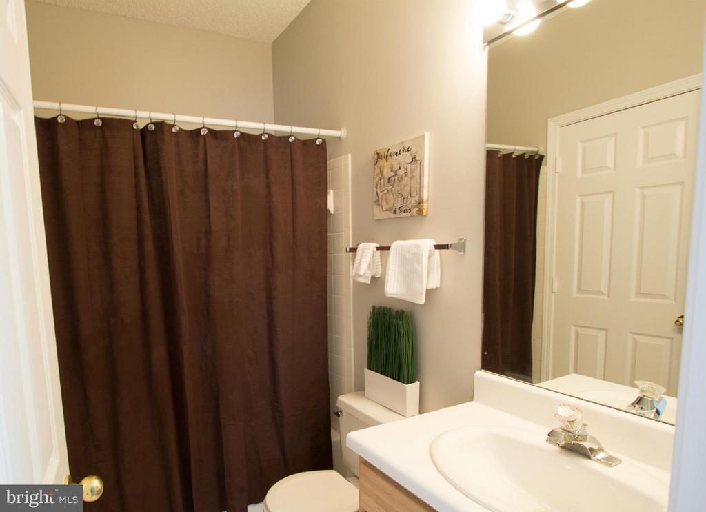 2nd bathroom with dual entry to 2nd bedroom - 13060 AUTUMN WOODS WAY #201, FAIRFAX