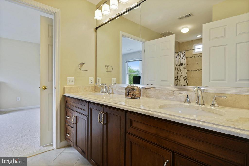 Jack and Jill Bathroom - 1321 DASHER LN, RESTON