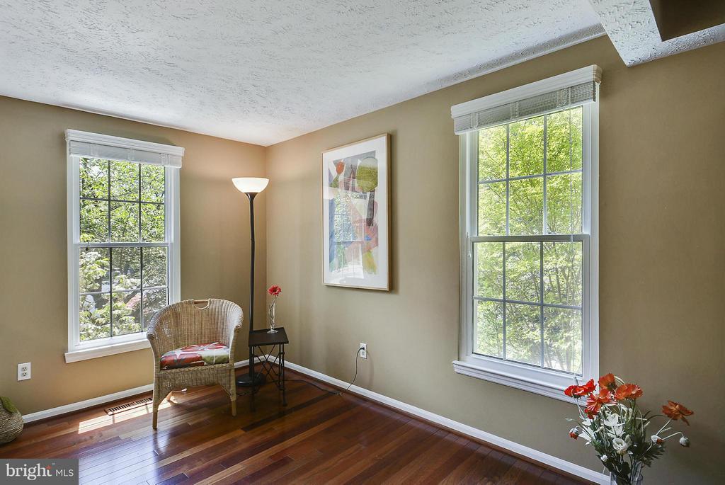 Living Room - 1526 WOODCREST DR, RESTON