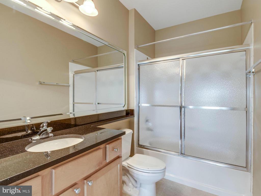 Bath (Master) - 12000 MARKET ST #348, RESTON
