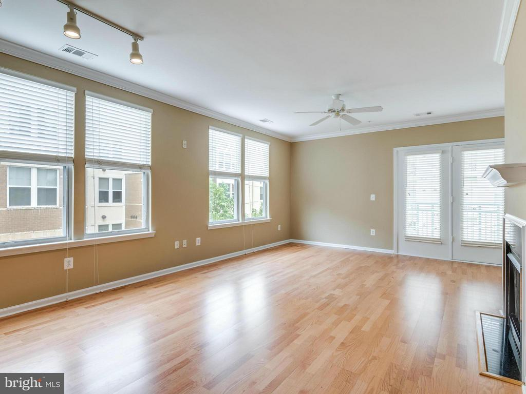 Living Room - 12000 MARKET ST #348, RESTON