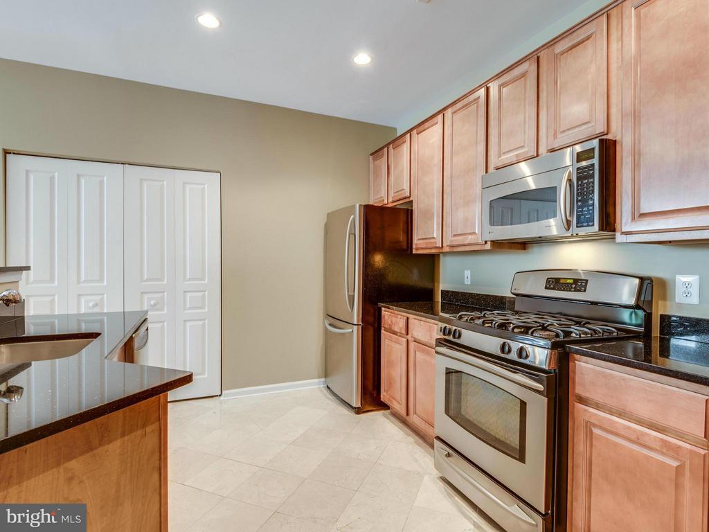 Kitchen - 12000 MARKET ST #348, RESTON