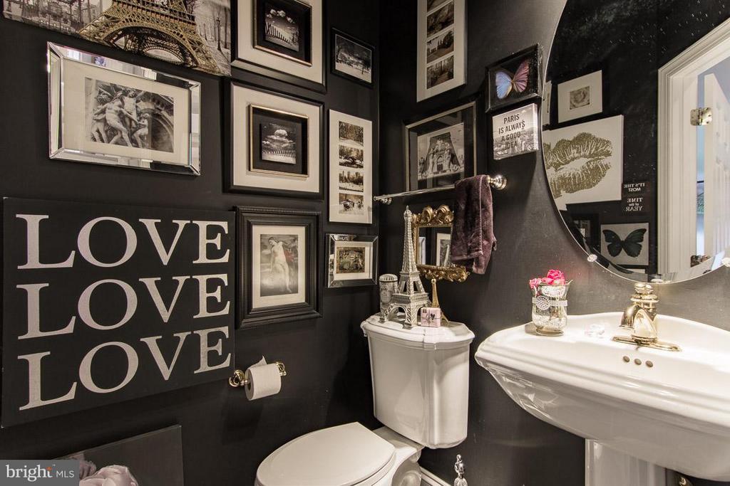 Art bathroom - 38414 DITCHLING PL, HAMILTON