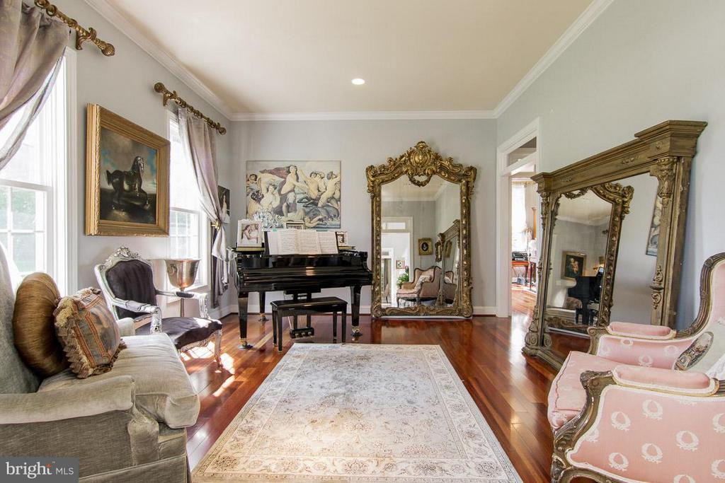 Living room, we call this the piano/art room - 38414 DITCHLING PL, HAMILTON