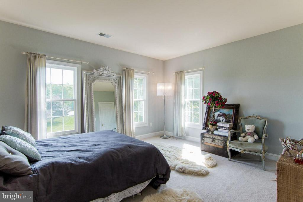 2nd Bedroom with full bath - 38414 DITCHLING PL, HAMILTON