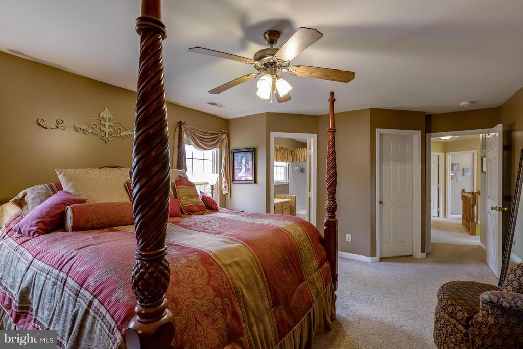 ~ Master Bedroom w/ Walk-In Closet and Bath ~ - 15 STONERIDGE CT, STAFFORD