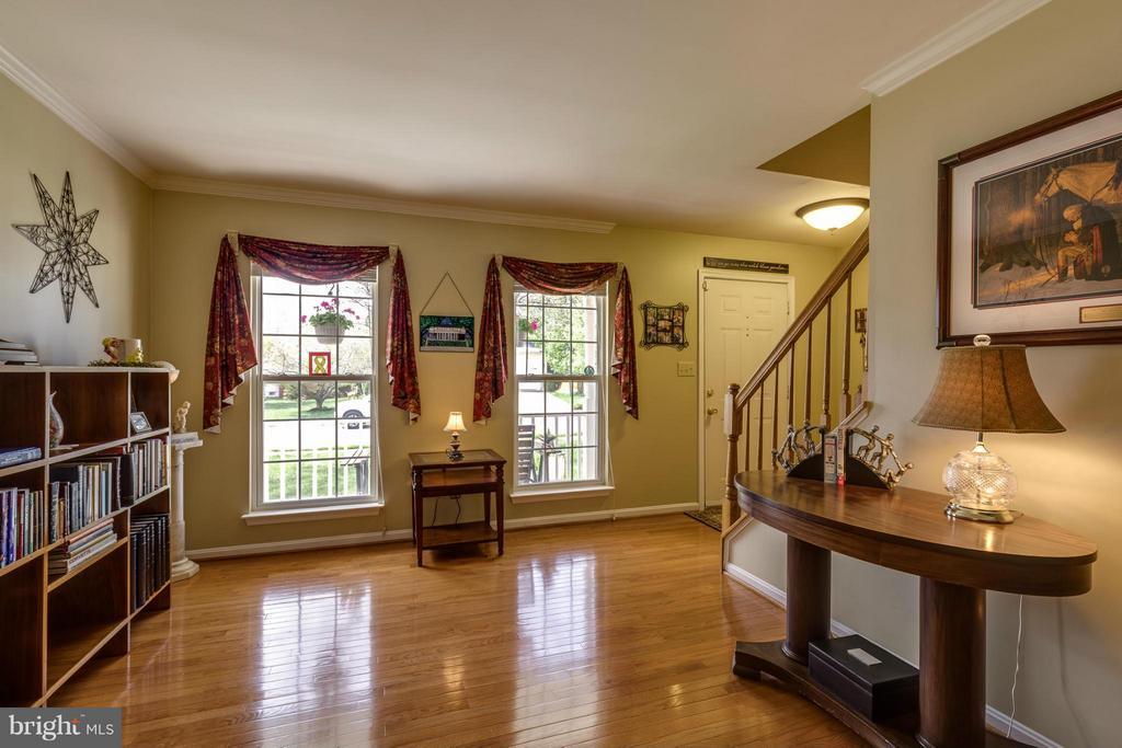 ~ Bright Large Living Room w/ Hardwood Flooring ~ - 15 STONERIDGE CT, STAFFORD