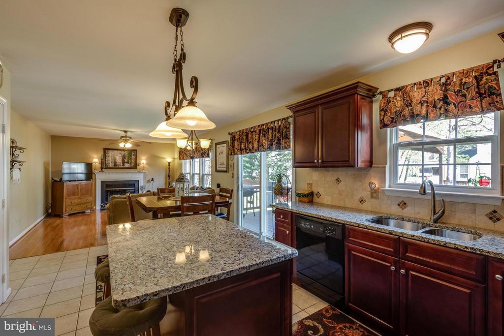 ~ Granite and Cherry Cabinets ~ - 15 STONERIDGE CT, STAFFORD