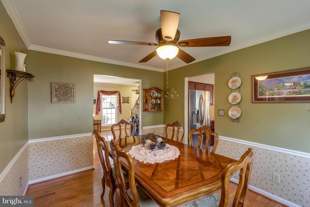 ~ Dining Room Adjoining Kitchen for Entertaining ~ - 15 STONERIDGE CT, STAFFORD