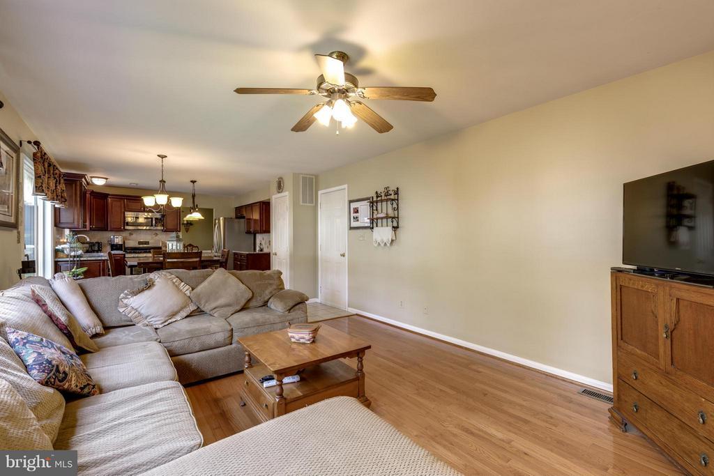 ~ Beautiful Hardwood Flooring ~ - 15 STONERIDGE CT, STAFFORD