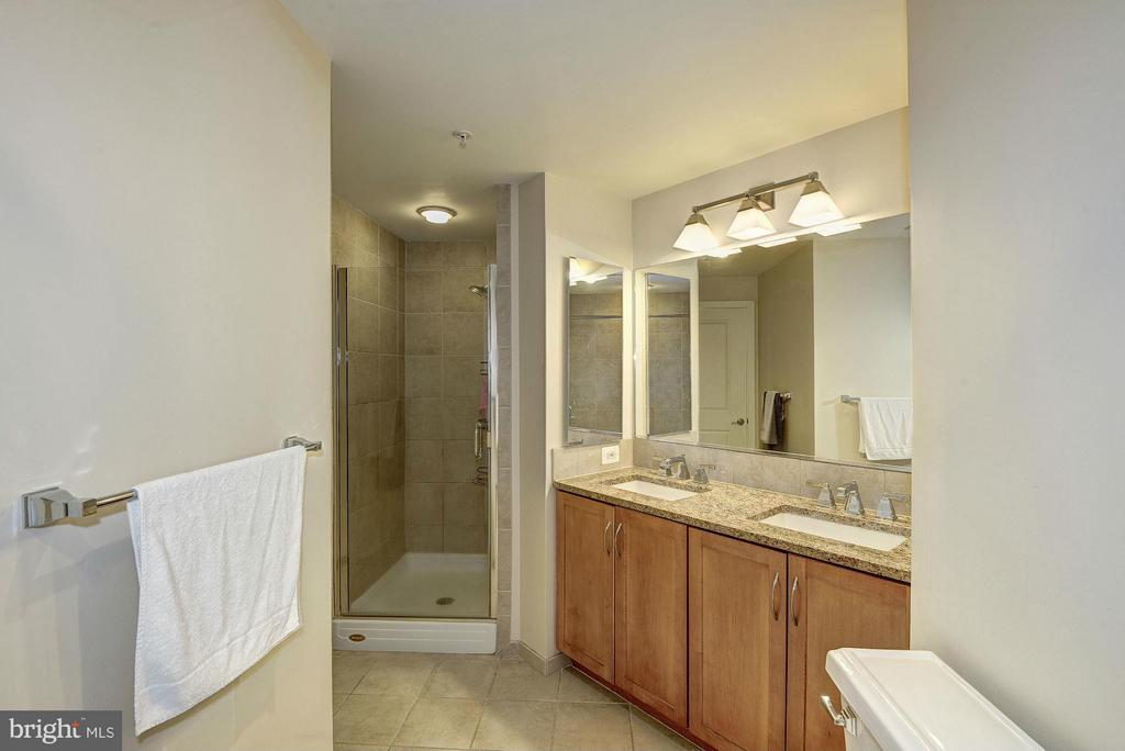 Separate shower - 888 QUINCY ST #201, ARLINGTON