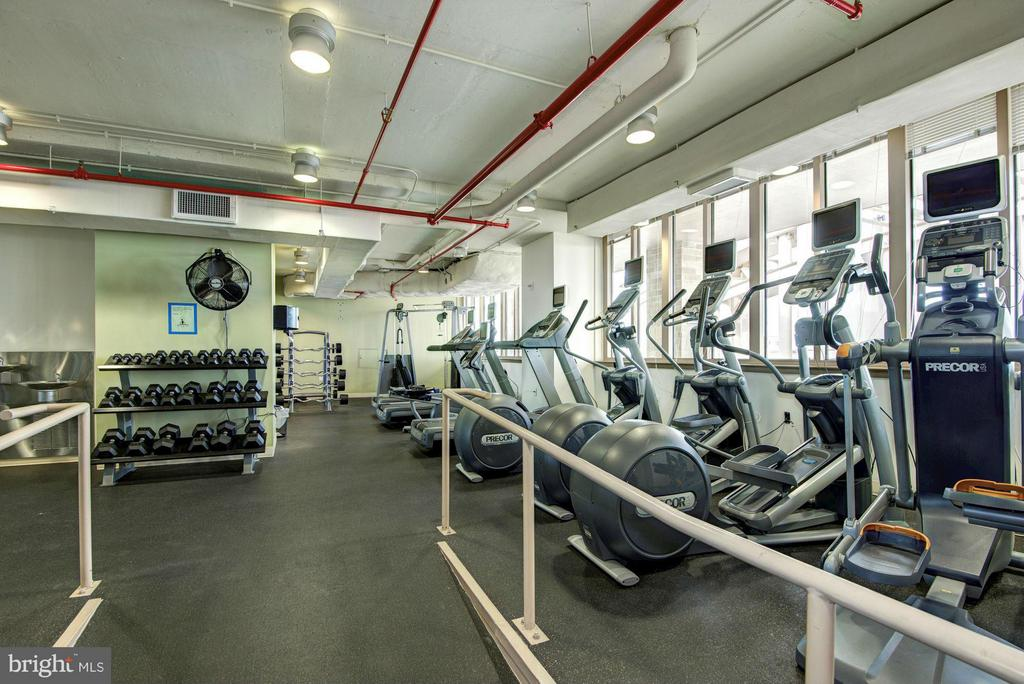 Rooftop fitness center - 888 QUINCY ST #201, ARLINGTON