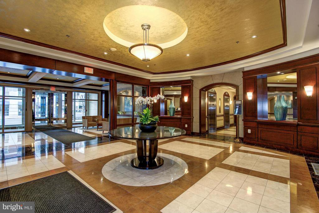 Main lobby entrance - 888 QUINCY ST #201, ARLINGTON