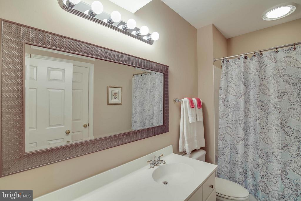 Bath - 43412 SPANISH BAY CT, LEESBURG