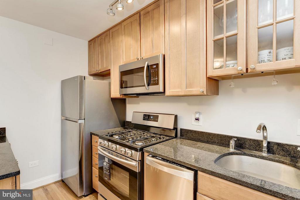 New Refrigerator and New Six burner stove - 2410 20TH ST NW #8, WASHINGTON