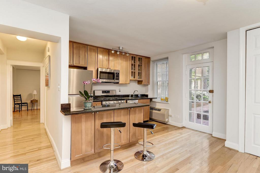 Private, secure, courtyard entrance. - 2410 20TH ST NW #8, WASHINGTON