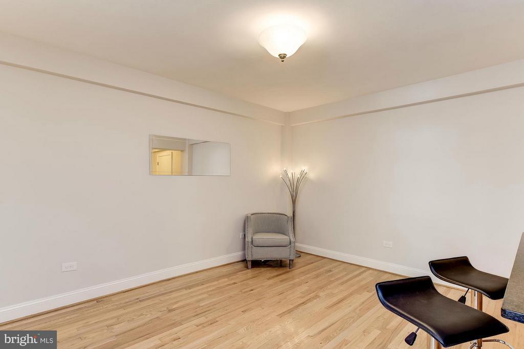 Spacious Living Room - 2410 20TH ST NW #8, WASHINGTON