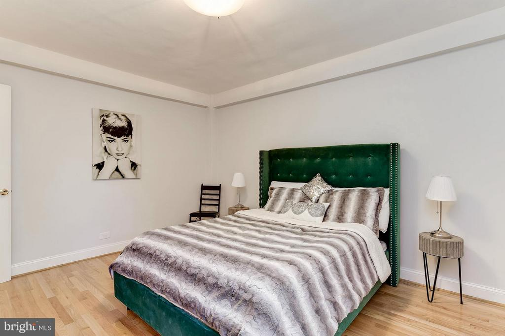 Spacious Bedroom with natural courtyard light - 2410 20TH ST NW #8, WASHINGTON