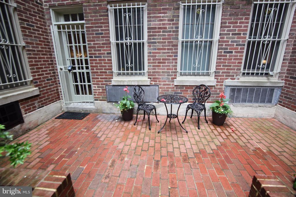 Gated Courtyard with private entrance - 2410 20TH ST NW #8, WASHINGTON