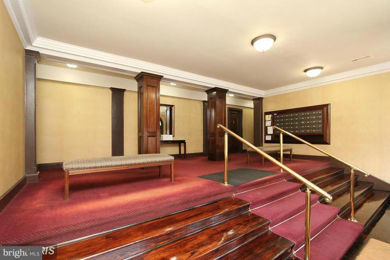 Grand Lobby with red carpet - 2410 20TH ST NW #8, WASHINGTON