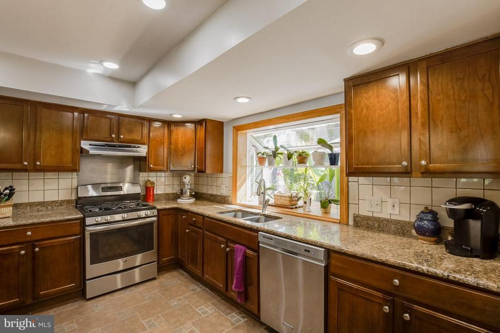Recessed lighting and pendant lights - 4300 ANDES DR, FAIRFAX