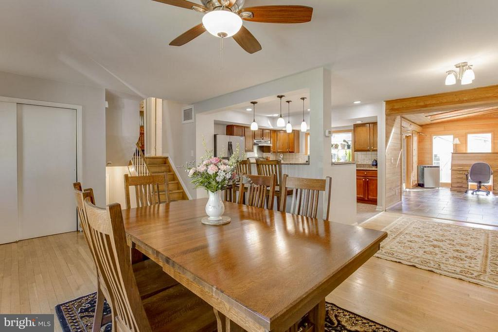 Hardwood floors flow throughout - 4300 ANDES DR, FAIRFAX