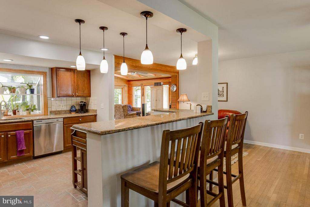 Open kitchen with granite and stainless appliances - 4300 ANDES DR, FAIRFAX
