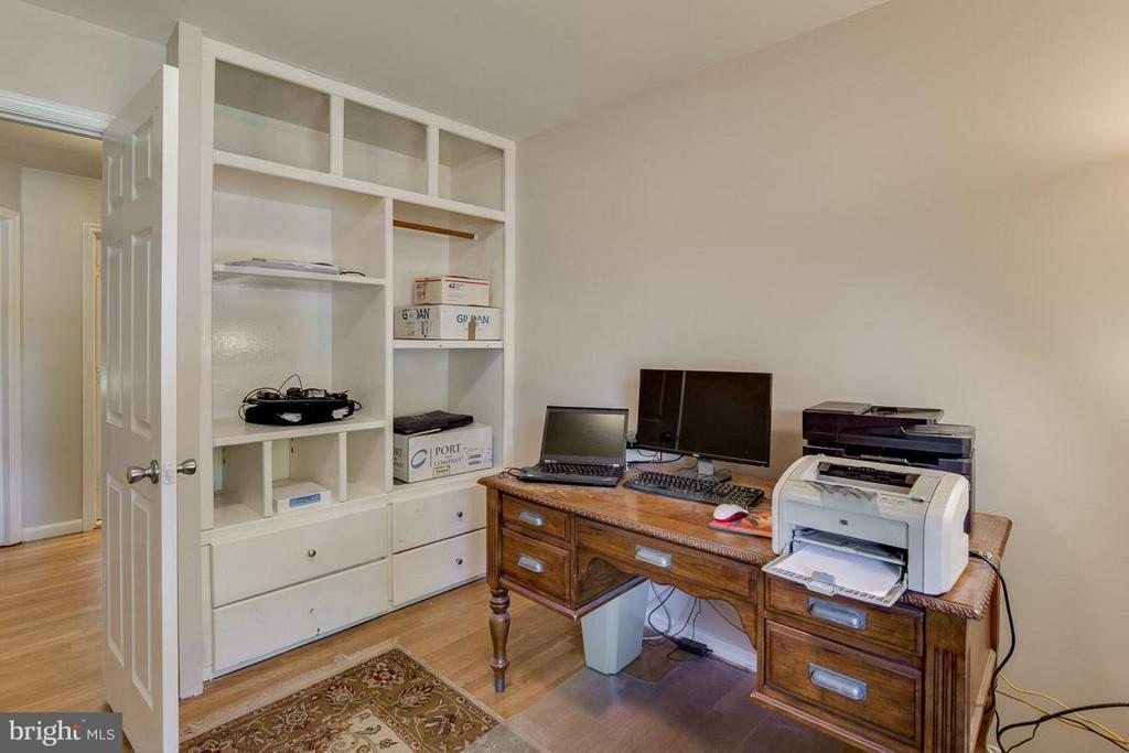Custom built-in closet - 4300 ANDES DR, FAIRFAX