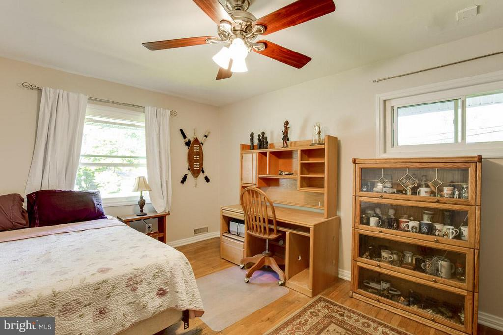 Bedroom 3 has lots of windows and hardwoods - 4300 ANDES DR, FAIRFAX