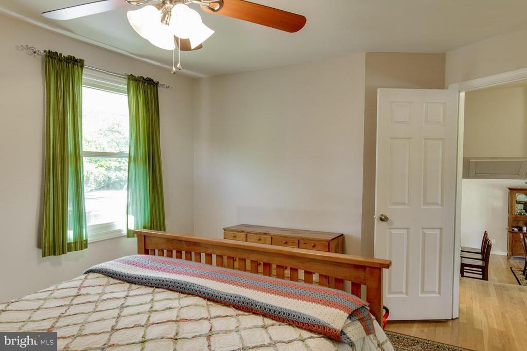 Bedroom 2 is light and bright - 4300 ANDES DR, FAIRFAX
