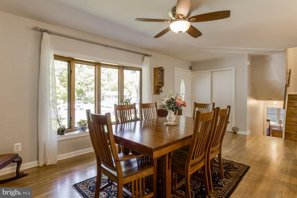 Large bay window in dining room - 4300 ANDES DR, FAIRFAX