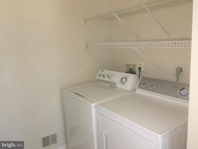 Laundry/Mud Room - 43218 MAPLE CROSS ST, CHANTILLY
