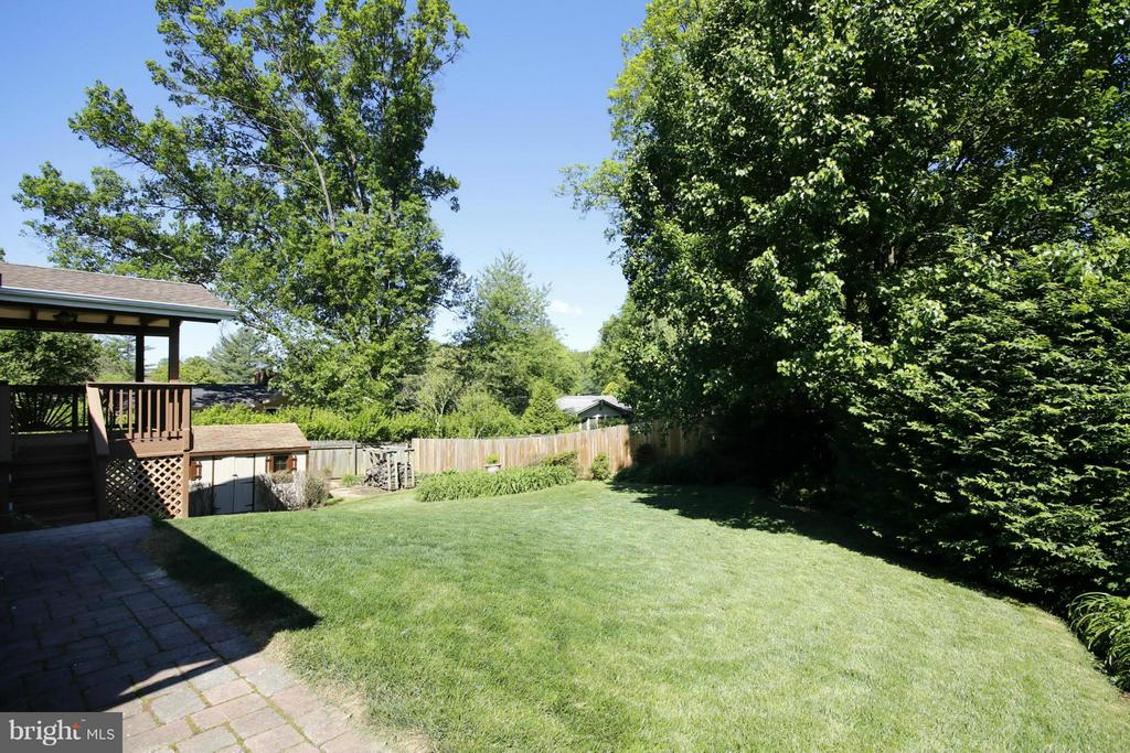 View - 10102 FARMINGTON DR, FAIRFAX