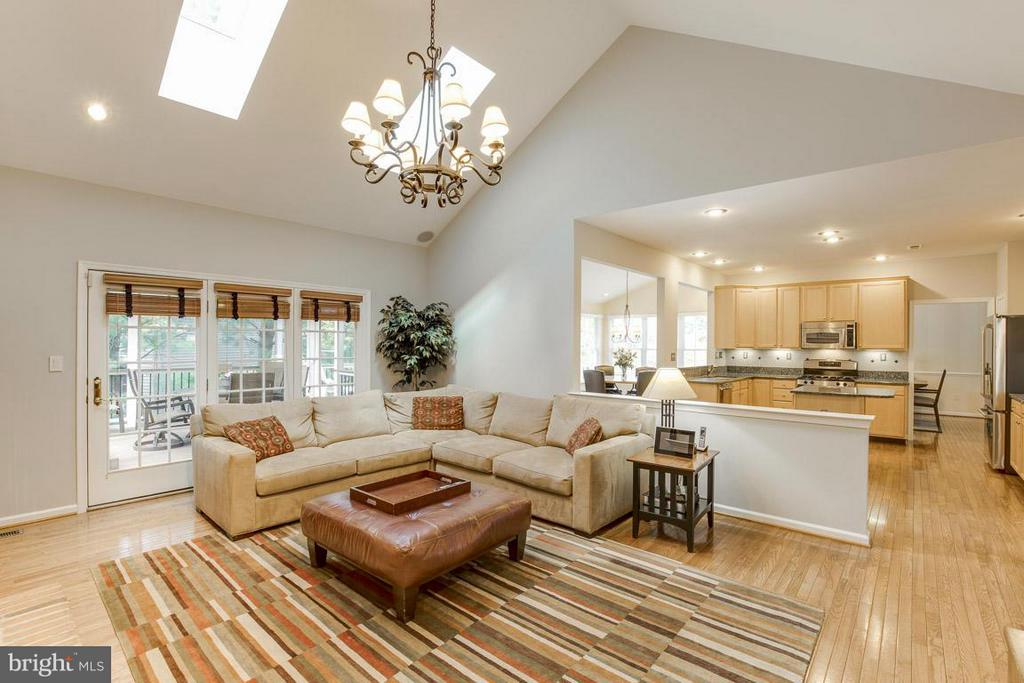 Family Room - 10850 GROVEHAMPTON CT, RESTON