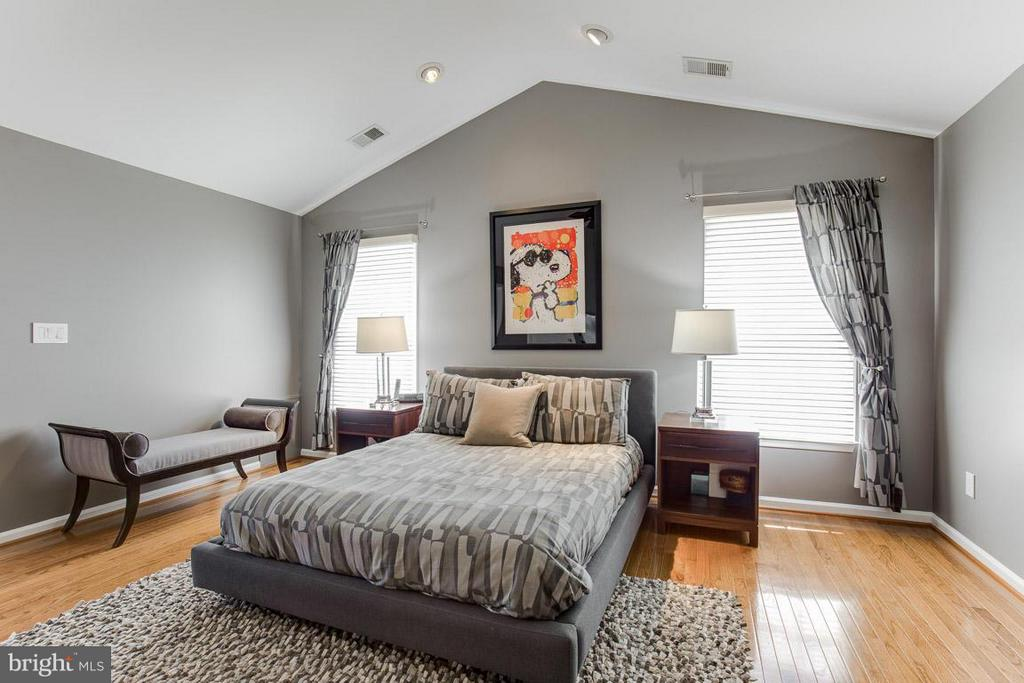 Bedroom (Master) - 10850 GROVEHAMPTON CT, RESTON