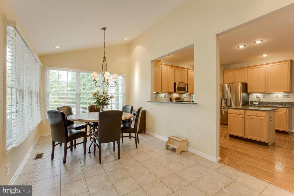 Breakfast/Sunroom - 10850 GROVEHAMPTON CT, RESTON